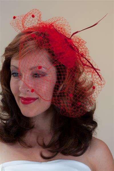 MINI Hut Fascinator mit Schleier rot