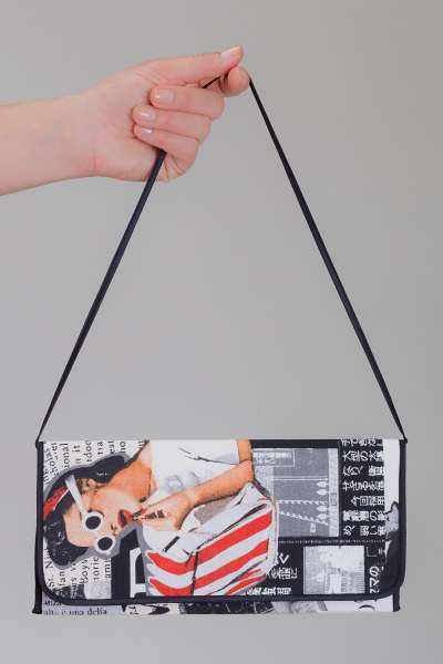 Clutch-Bag Pinup-Girl